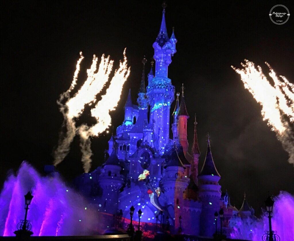 Pokaz iluminacji w Disneylandzie