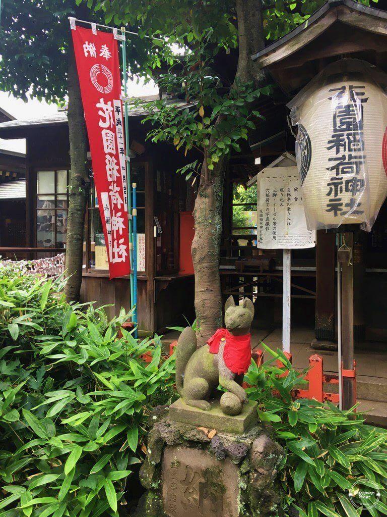 Posąg lisa w parku Ueno