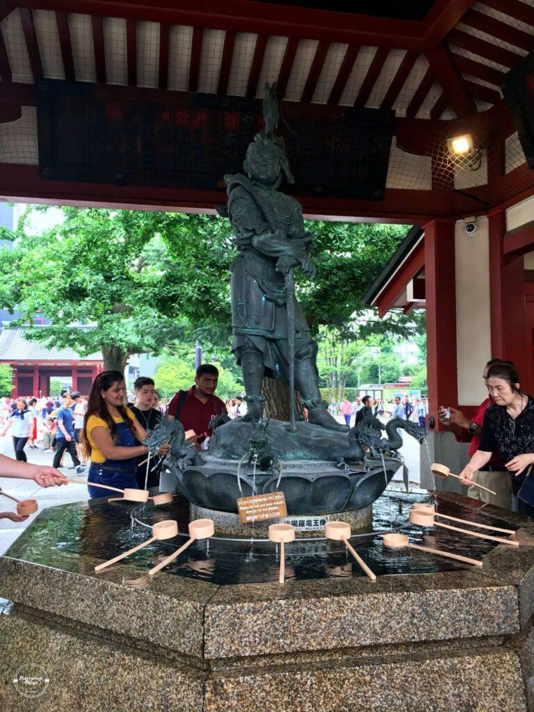 Mycie rąk w światyni Senso-ji