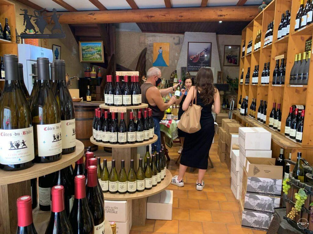 Sklep z winami Cave Le Petit Serre